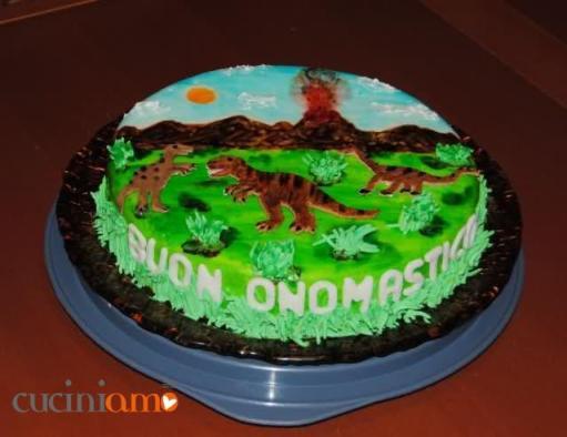 Torta dinosauri ricoperta con pdz e dipinta