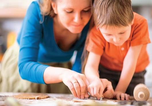 Mamma, facciamo una torta per il papà?