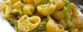 Pipe con broccoli e pomodorini