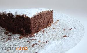 Torta cacao e yogurt con granella di nocciole