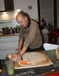 Tortelli di cavolo siciliano: stendere la pasta