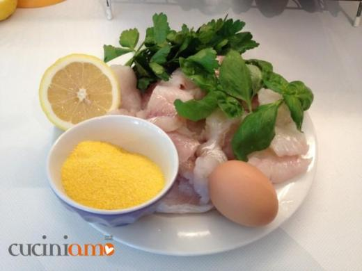 Ingredienti per le polpette di pesce (merluzzo)