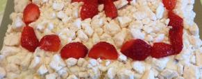 Torta Ambasciatrice con meringhe e fragole