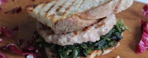 Panino rustico salsiccia e cicoria (Panino casareccio caà scicorietta e la sarcicetta)