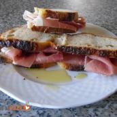 Un panino tira l'altro