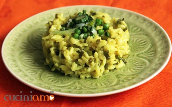 Ricette con gli asparagi: Risotto con asparagi selvatici e zafferano