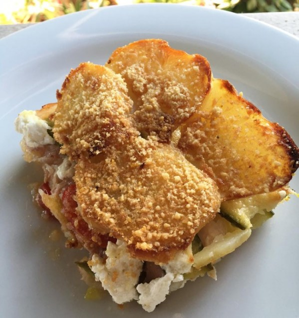 Tortino di patate croccanti, verdure e ricotta