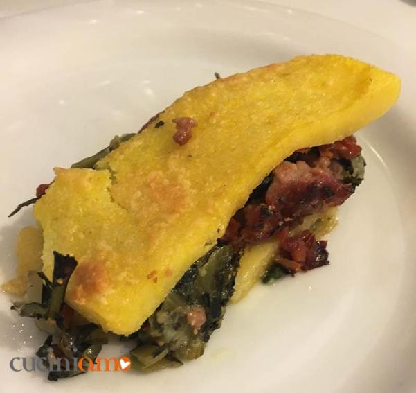 Pasticcio di polenta con bieta, cicoria e salsiccia