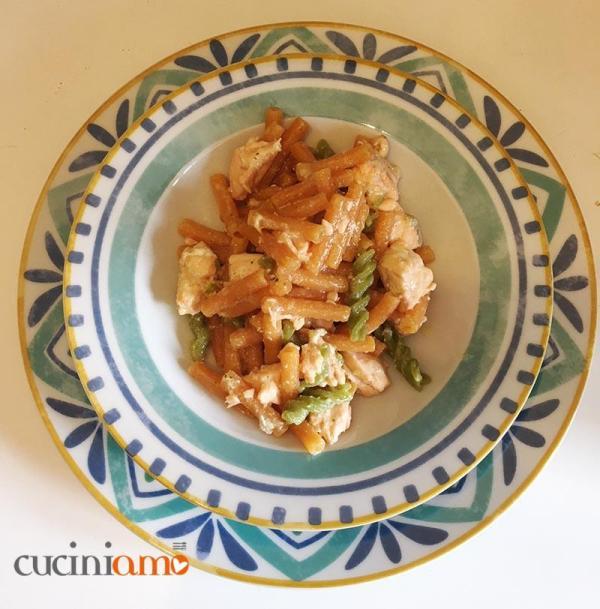 pasta bicolore con sugo di salmone gluten free,