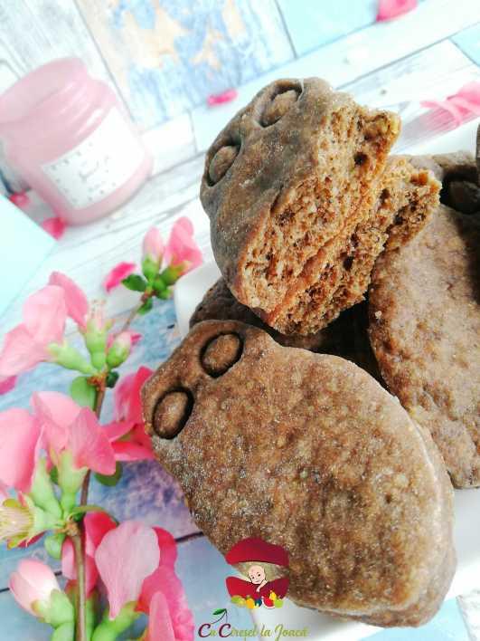 sectiune - biscuiti cu branza, nuci si migdale