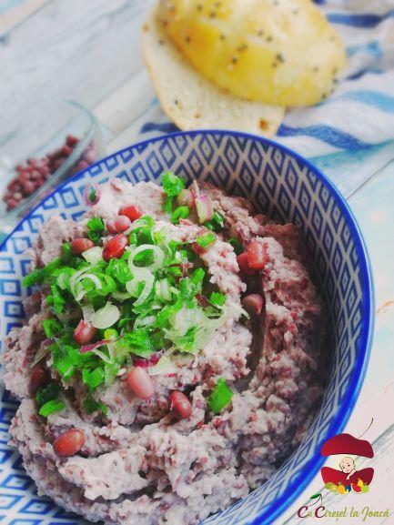 humus de fasole mung rosie
