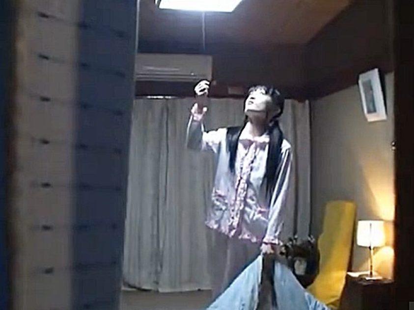 ★近親相姦 昏睡レイプ・夜這い★パジャマに着替え電気を消して布団に入る可愛い少女。。様子を確認し熟睡したら侵入開始ですョ