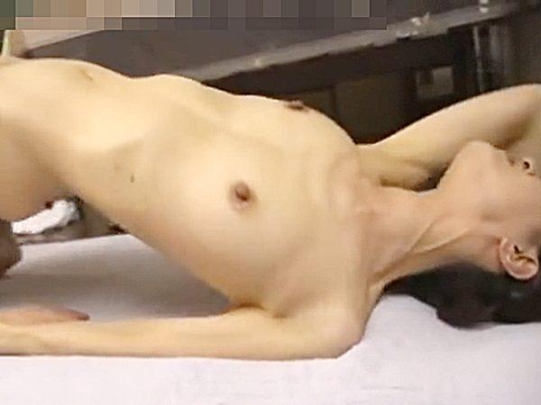 ★熟女・笛木薫|寝取り★『あッアァァ~!イッくぅーッ..♡』スレンダーおばさんがクンニでエビ反りイキ!?勃起乳首エロいョ