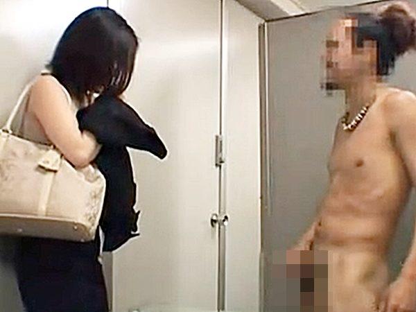 ◇ドッキリ企画|センズリ鑑賞◇『えっ、チョット待って..』入室したら全裸でオナニーする変態男の姿が!?驚く顔に興奮するョ