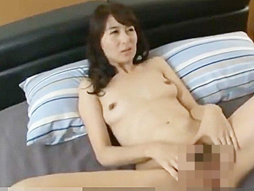 ◆友達の母・寝取り|四十路熟女・北川礼子◆『おばさん、ひらいて見せてョ..』息子の友達に迫られるスレンダー美人奥様です