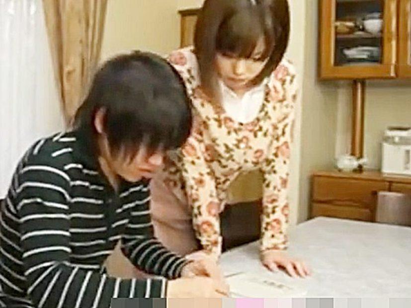 ◇母子相姦 オナサポ◇『なんだか今日、勉強に集中デキないんだよね..』息子のチンポをスッキリさせるエロ爆乳美人ママです