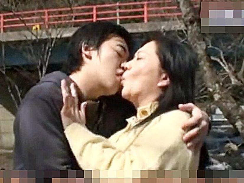 ◆母子相姦・エロドラマ|愛田正子◆『んんっ、、ンんッ..!?』豊満熟女ママと2人きりの旅行。。発情する息子ですョ..