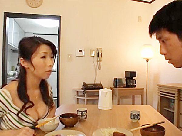 ◇母子相姦・おっぱいフェチ 篠田あゆみ◇『ナニか悩みが、あるんじゃナイの?』息子を心配するママですが。。原因はアナタです