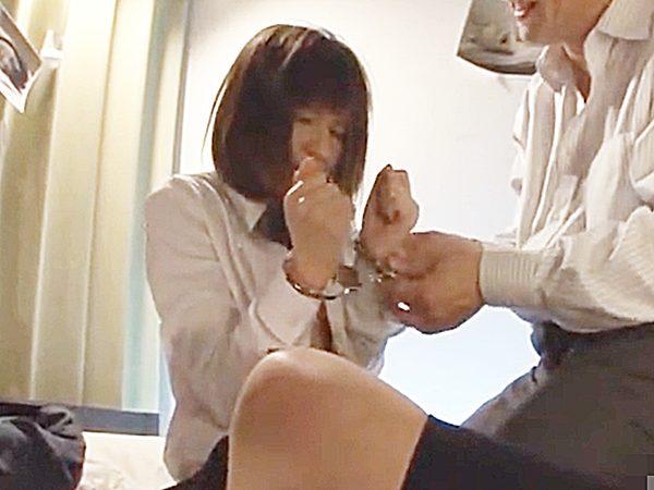 ◆凌辱 着エロ・制服JK娘◆『うっうっ、、』カチャン♫手錠をされて本格的に犯される可愛い少女。。絶望、血だらけマ○コです