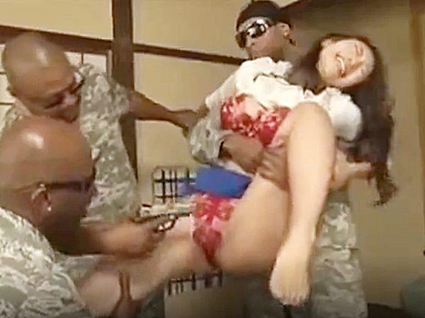 ◇人妻NTR・外国人|凌辱・小早川怜子◇『あっあっ、嫌ぁーッ!』スパイ容疑の旦那を救うため3人の黒人に輪姦される美人奥様