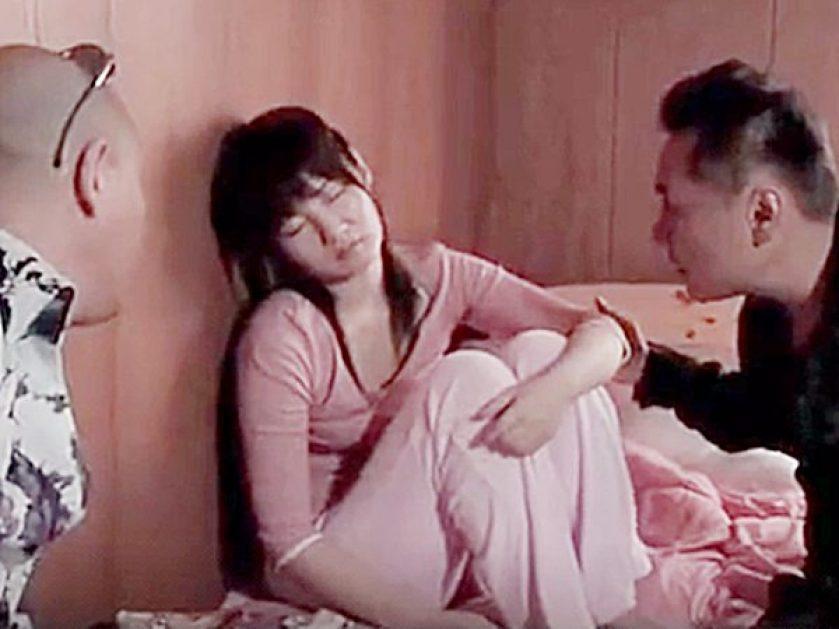◆エロドラマ・昏睡レイプ|ながえスタイル◆睡眠薬を入れたジュースで可愛い娘を眠らせる2人の男。。輪姦してハメ撮り撮影です