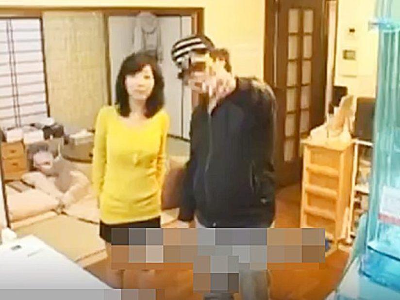 ☆素人・人妻NTR企画|隠し撮り・浮気妻☆『奥さん、アソコにカメラあります』帰宅した旦那にバレないように他人棒とセックス