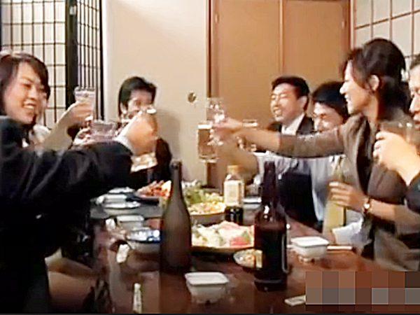 ◆エロドラマ 同窓会◆『乾杯!』20数年ぶりに再会する大人にナッた男女。。宴会からの二次会カラオケ、そしてラブホへゴー!