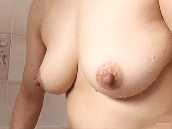 ◇母子相姦◇『僕も、入ってイイでしょ!』シャワーを浴びる熟女ママ。。強引に乱入するエロ息子!?エッチな泡洗体・開始です