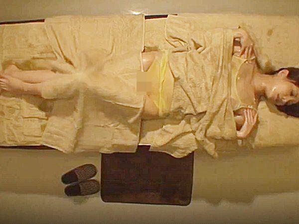★オイルマッサージ・媚薬|エステ・寝取られ★『。。んんっ、、♡』身体がムズムズして様子がエロな美女!?チンポ欲しいョ~