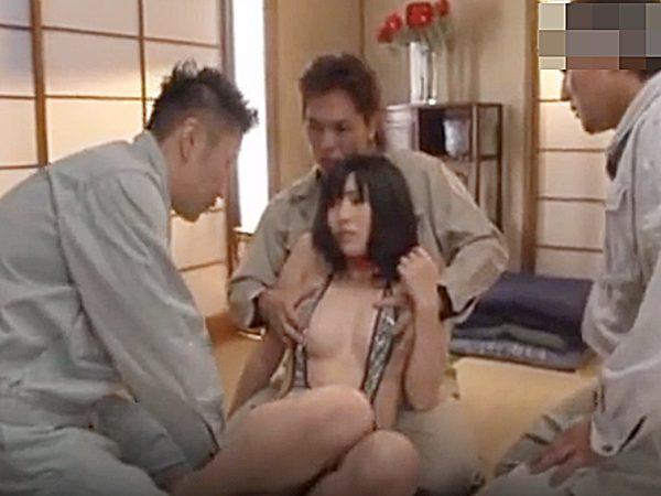 ◆凌辱・エロドラマ|性奴隷◆『キスしてやれョ!』工事業者の鬼畜男の言いなり色白美人奥様。。同僚たちと3pセックスです..