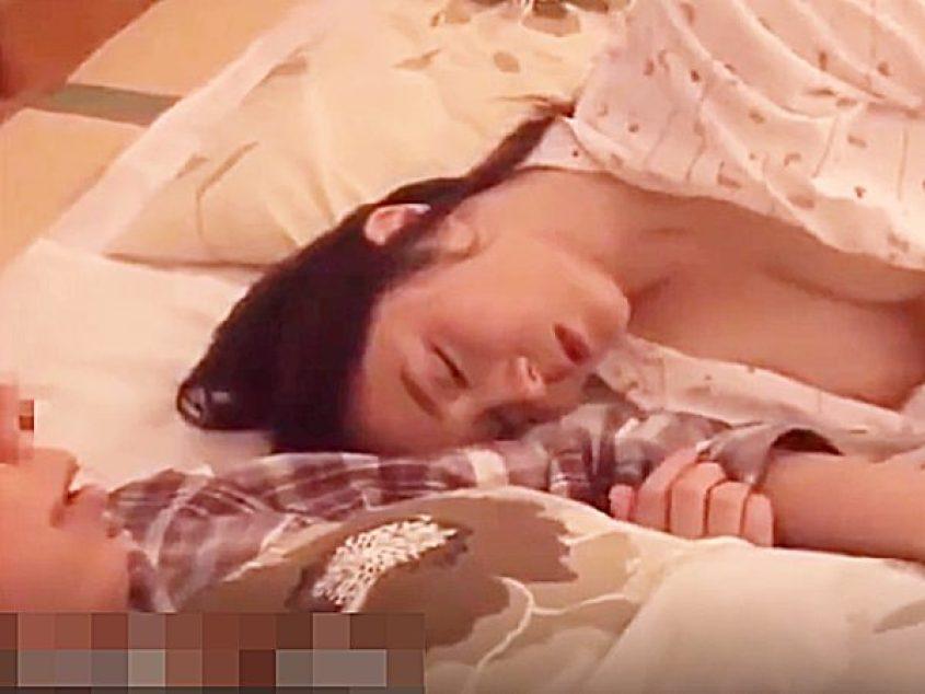 ☆夜這い・川の字 ラッキースケベ・寝取り☆寝相が悪い、無防備・美少女!?我慢できないエロ男。。いたずらシちゃいますョ..