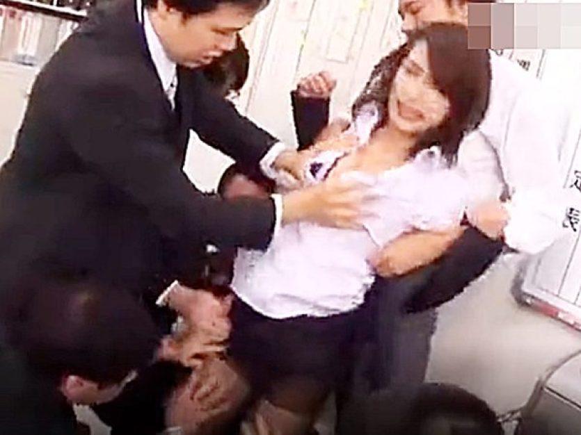 ☆エロドラマ・輪姦|女上司・柳田やよい☆『嫌っ!離して!』会社で部下の男性社員達に襲われる美女!?みんなでヤれば怖くない