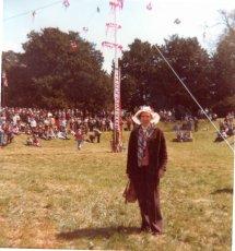 Cuckoo Fair Team at the Moot Maypole in 1990