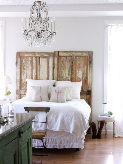 DIY headboard: reclaimed door headboard