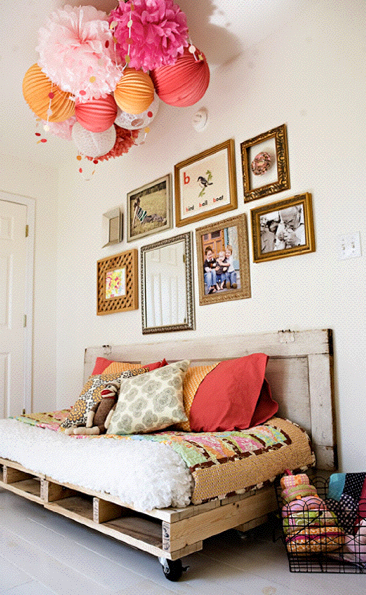 DIY shipping pallet furniture: day bed