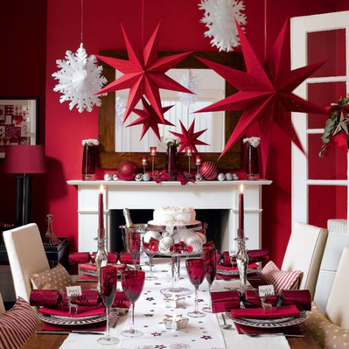 pretty holiday decorations: red dining room