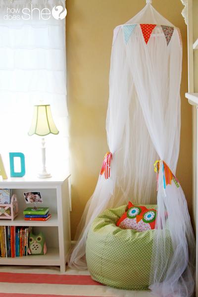 girls room: book nook