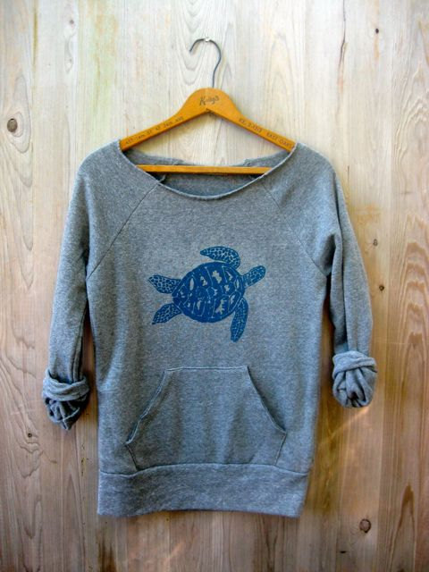 Etsy finds beach edition: sea turtle sweatshirt