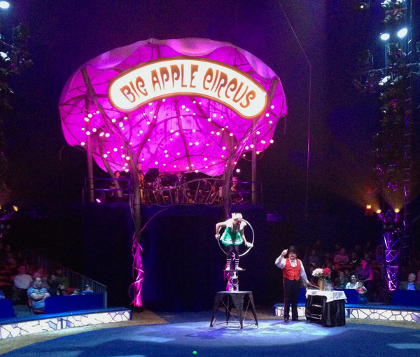 Big Apple Circus: rolla bolla