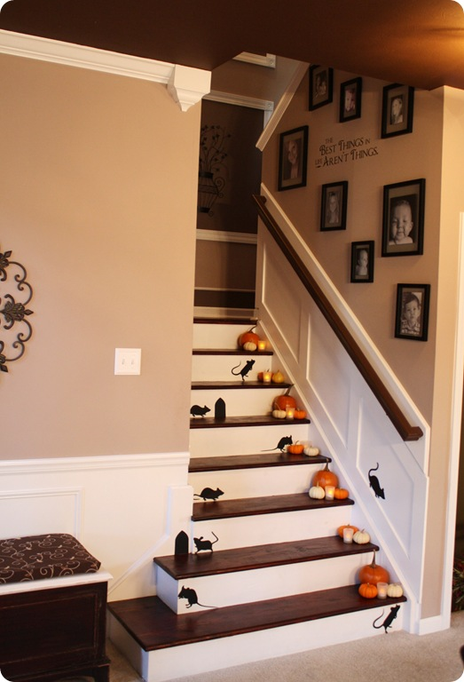 DIY Halloween decor | mice on the stairs
