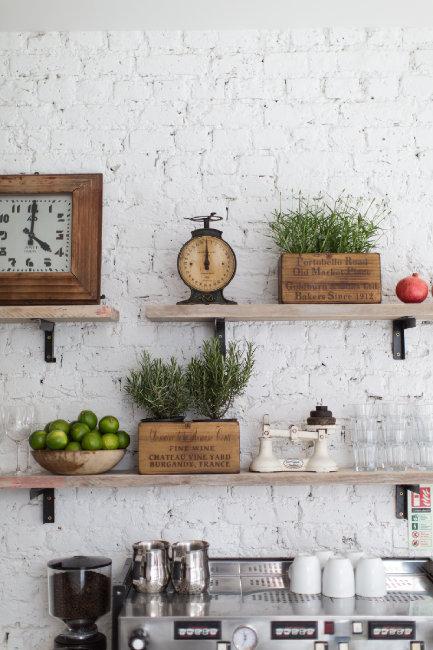 shelf decorating ideas via Decoholic