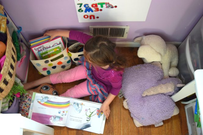 kids room decor reading nook