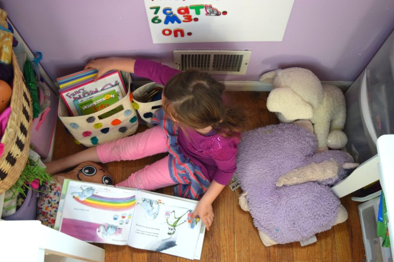 kids room decor reading nook
