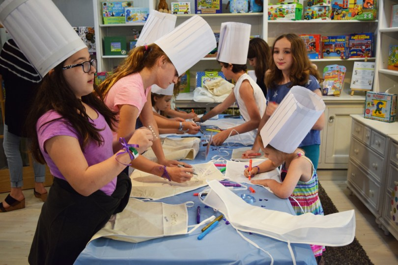 Cupcake Wars birthday party: decorate aprons to get the kids pumped and into the team spirit