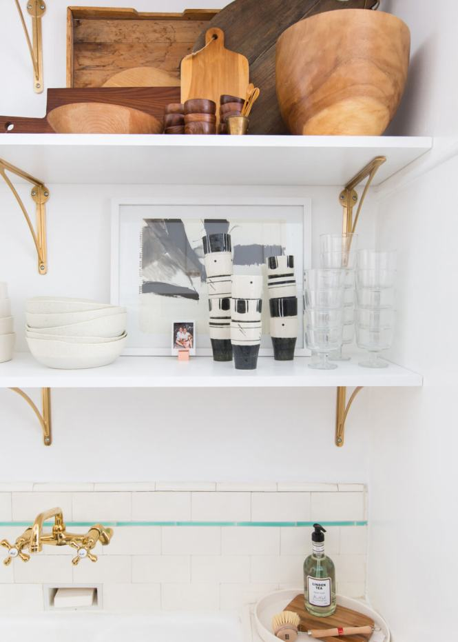 shelf styling tips -stick to a theme with your objects