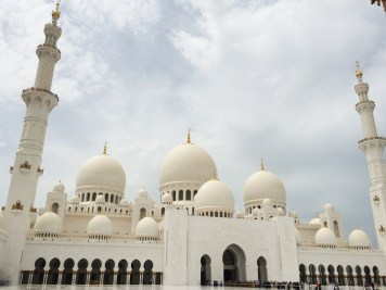 Abu Dhabi Grand Mosque Entrance b