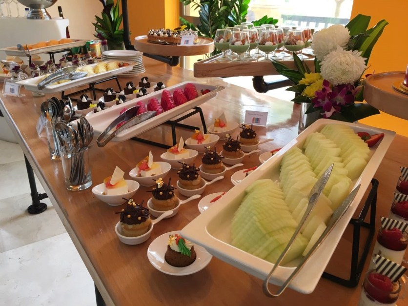 hawthorn-friday-brunch-fruits-and-cakes
