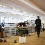 Jak dobrze oświetlić przestrzeń biurową?