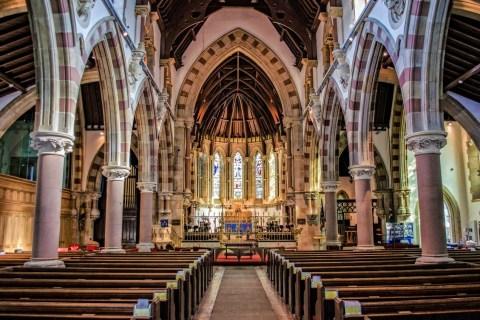 Stacje drogi krzyżowej do kościoła
