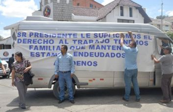 Cuenca van drivers protest outside transit authority headquarters yesterday.